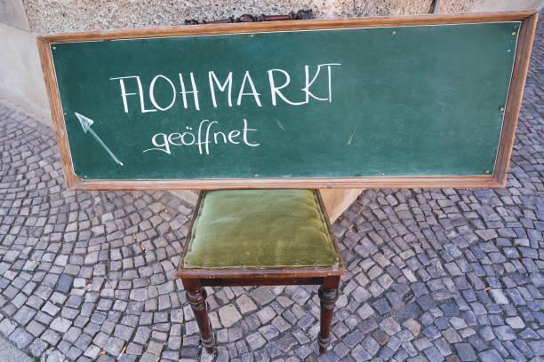 Melden Sie sich mit der Inschrift-Flohmarkt – Foto