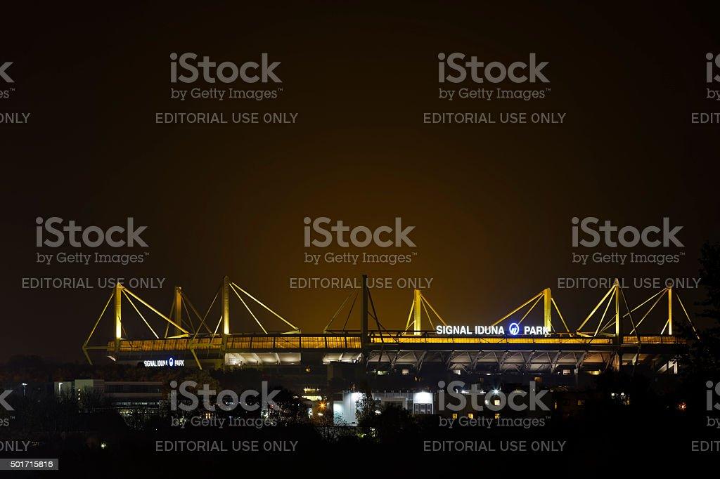 Signal Iduna Park bei Nacht – Foto
