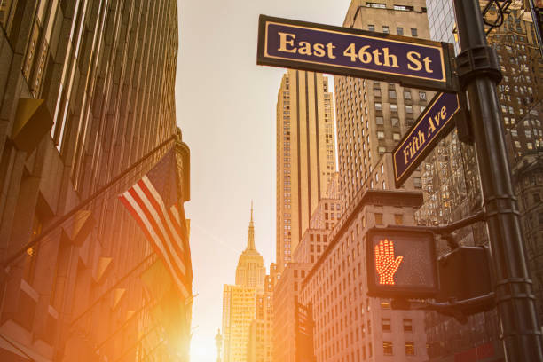 Signboard and Empire State Building during sunset – Foto