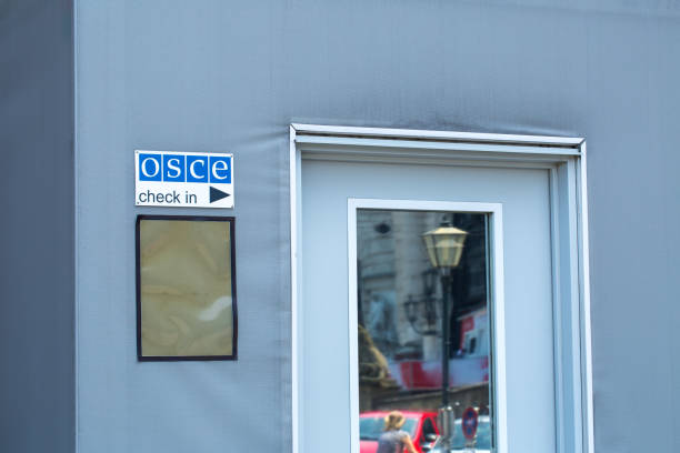 signboard of the  osce on the building of hofburg palace - congress centre in vienna, austria - vienna congress foto e immagini stock