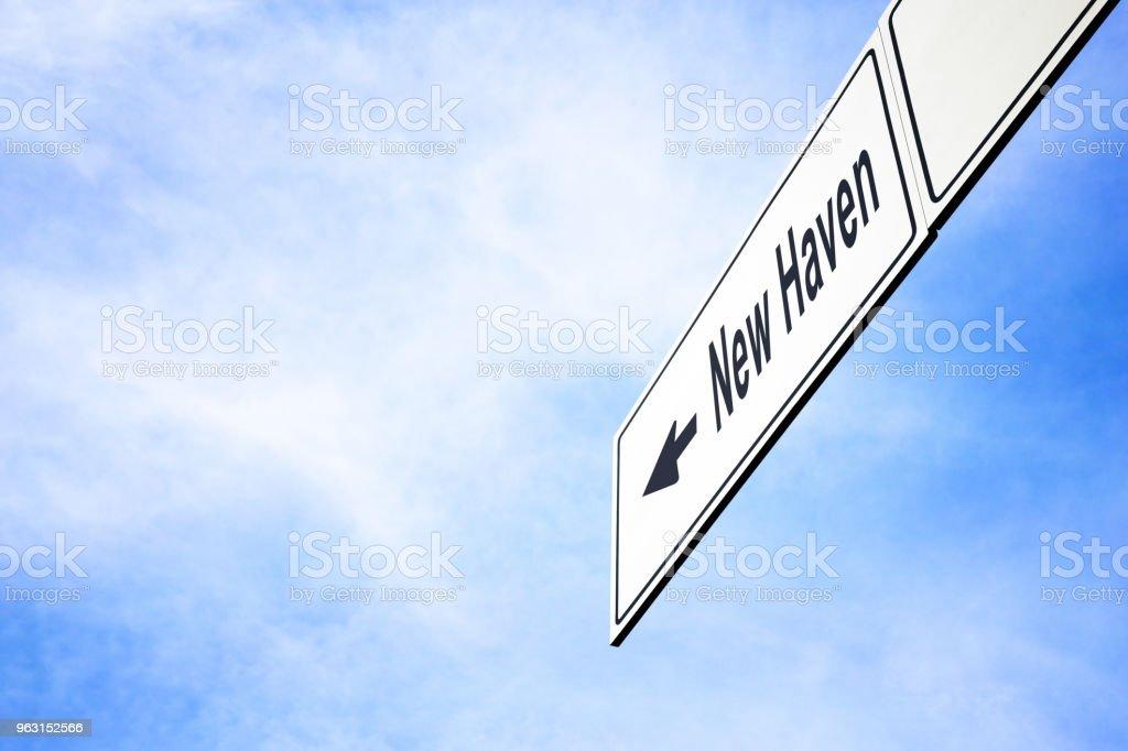 ニュー ヘブンに向いて看板 - アイデンティティーのロイヤリティフリーストックフォト