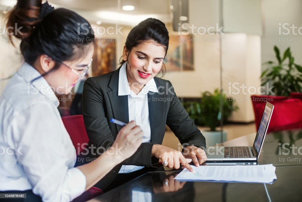 Signing a contract - Royalty-free Adulto Foto de stock
