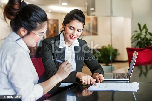 istock Signing a contract 1045876492