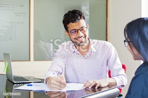 istock Signing contract 1047550020