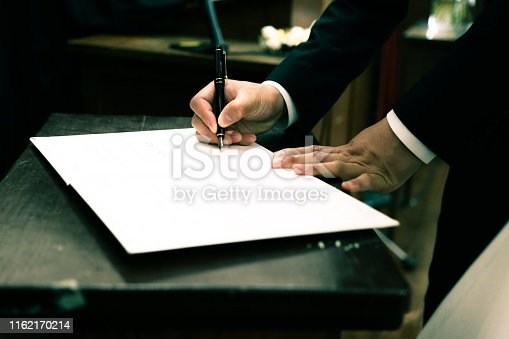 659493026 istock photo signing contract 1162170214