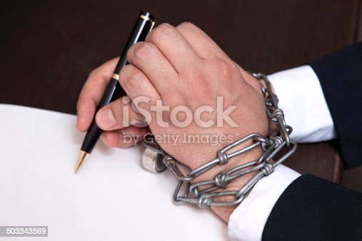 istock Signing Contract 503343569