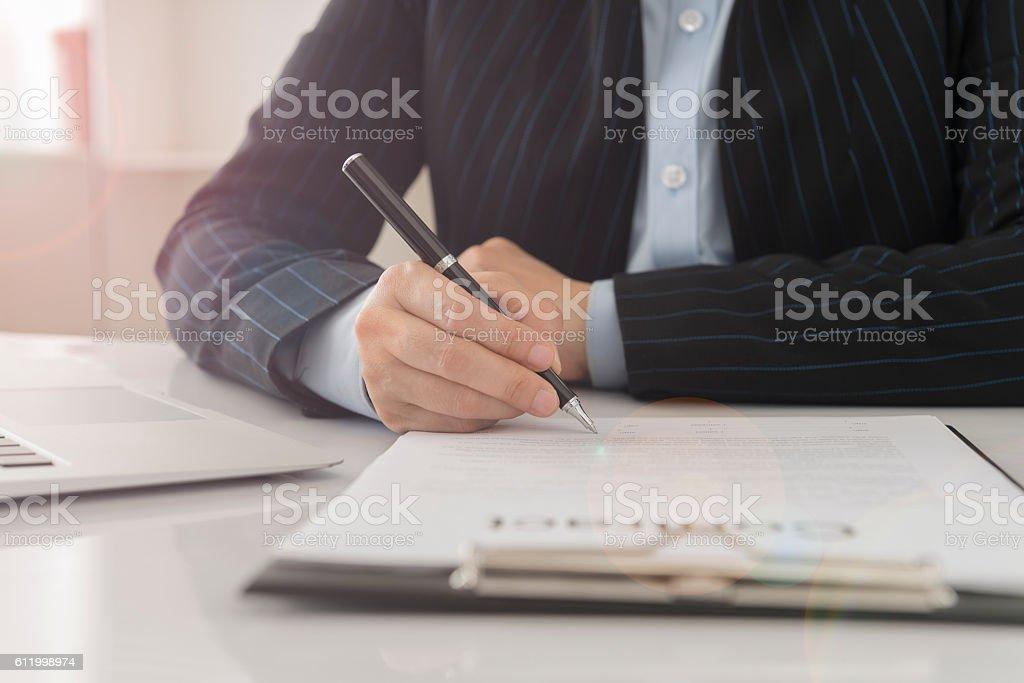 Unterzeichnung des Vertrags – Foto