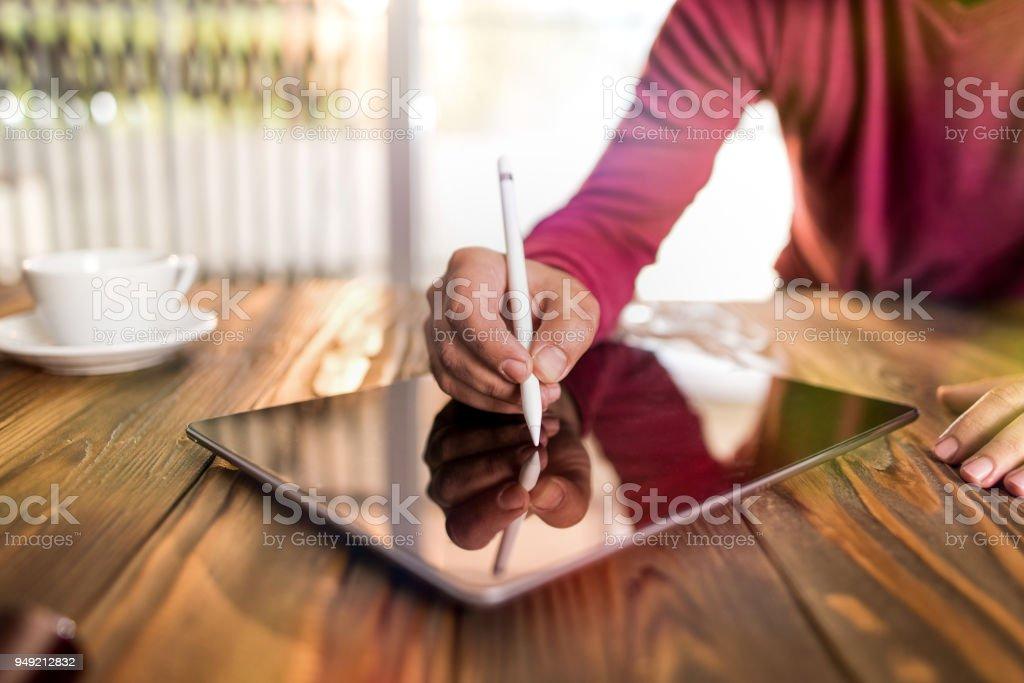 Digital unterschreiben auf elektronischen Pad – Foto