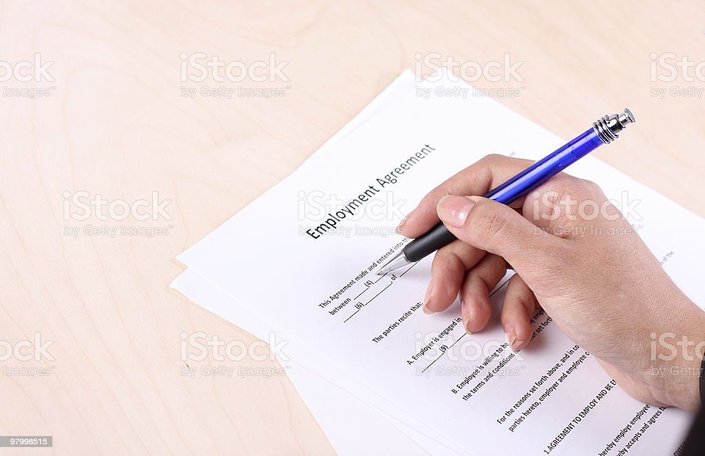 Signing employment agreement royalty free stockfoto