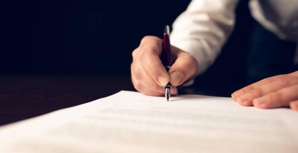Amtsdokument unterzeichnet – Foto