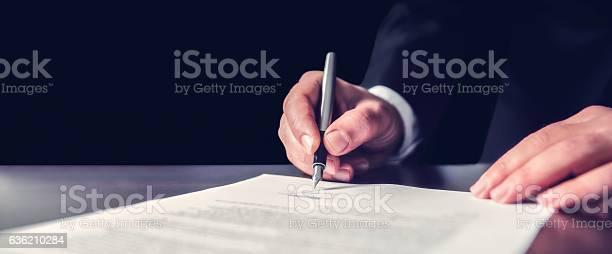 Signieren Des Offiziellen Dokuments Stockfoto und mehr Bilder von Abmachung