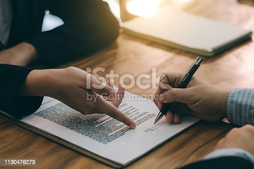638881988istockphoto Signing the agreement in the contract. 1130476273