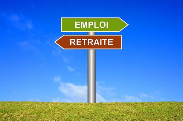 Wegweiser zeigen Arbeiten oder Ruhestand in Französisch – Foto