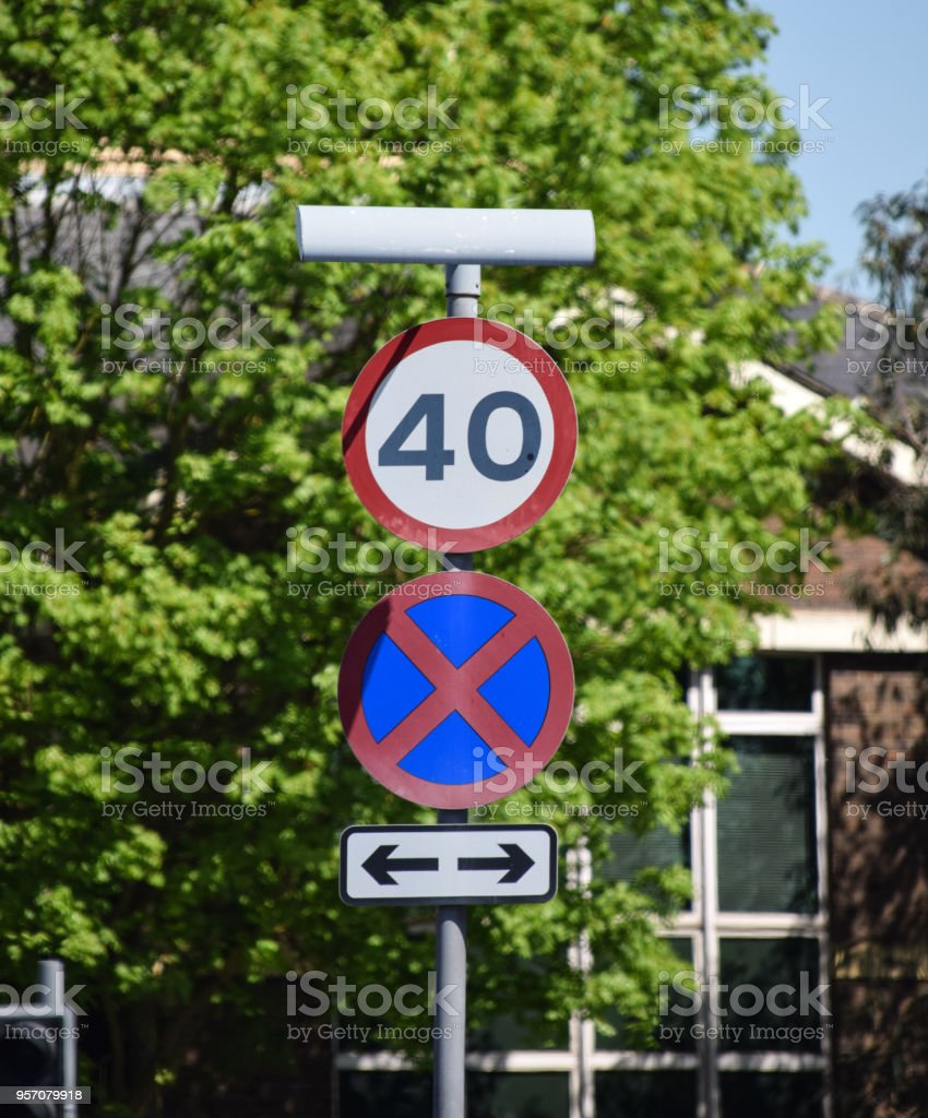 Signs for a 40 MPH speed limit and Causeway stock photo