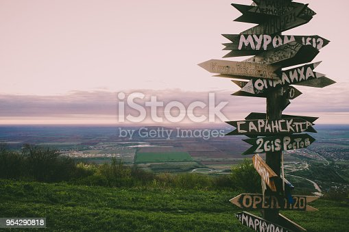 istock Signs of the distance of Russian cities on top of the hill. 954290818