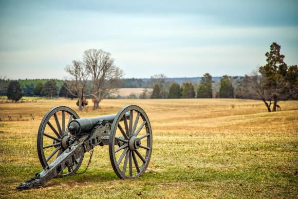 Silent Guns A long silent Civil War cannon overlooks a Virginia battlefield. battlefield stock pictures, royalty-free photos & images