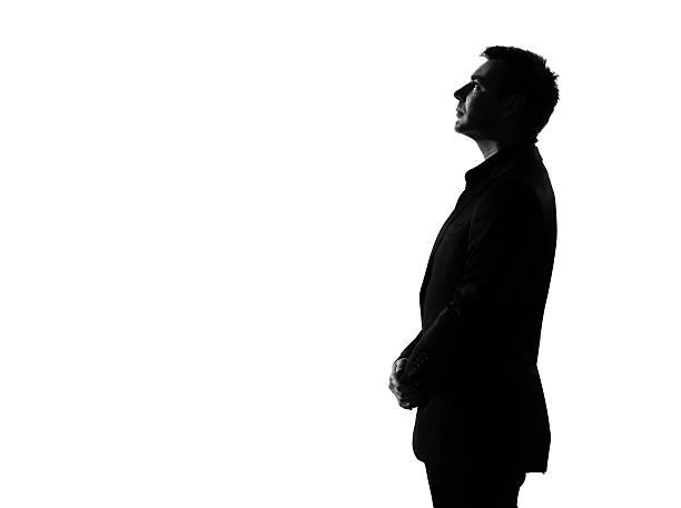 business mann silhouette profil musing denken ernste nachschlagen - gegenlicht stock-fotos und bilder