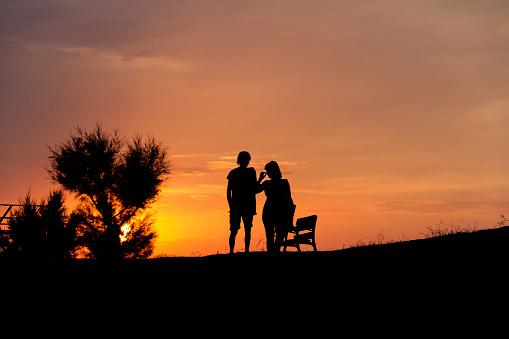 Silhouette Couple at Sunset - Silueta de Pareja al Atardecer