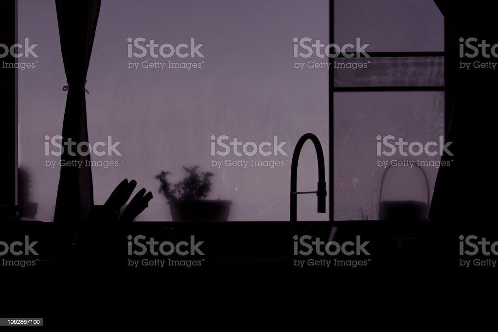 Silhouette Di Cucina Con Vetrata Stock Photo - Download Image Now