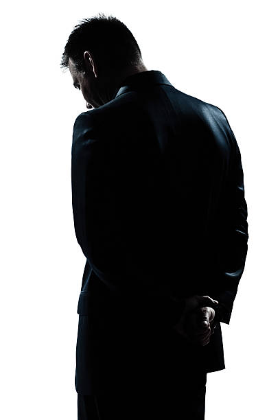 silhouette mann portrait rückseite traurig verzweiflung einsam - gegenlicht stock-fotos und bilder