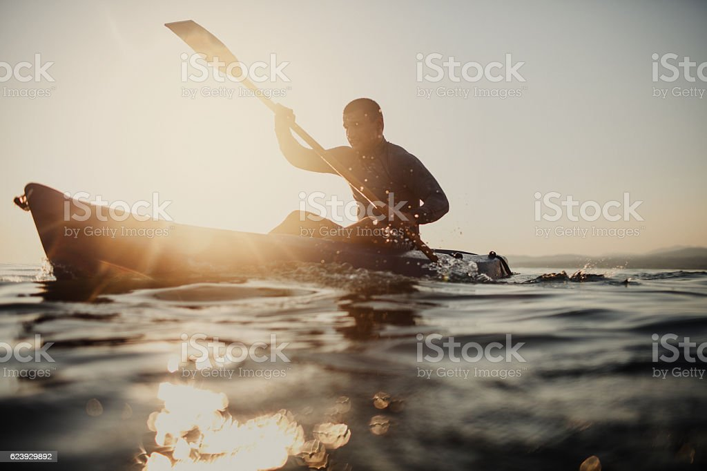 Silhouette of a canoeist - foto de stock