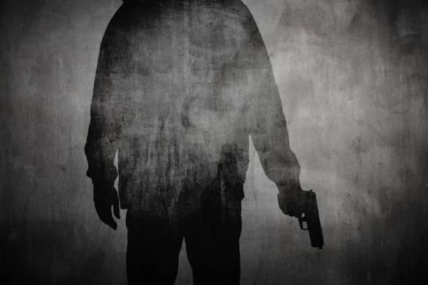 一個拿著槍的人的剪影 - 鎗 個照片及圖片檔