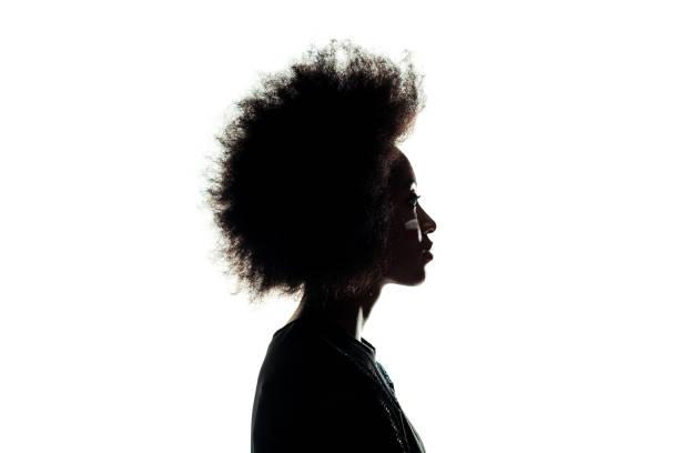 silhouette der afroamerikanische frau mit afro-frisur isoliert auf weiss - gegenlicht stock-fotos und bilder