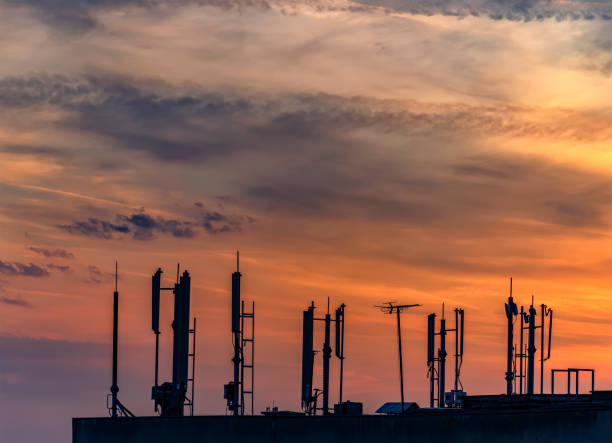 silhouette of antennas - emissione radio televisiva foto e immagini stock