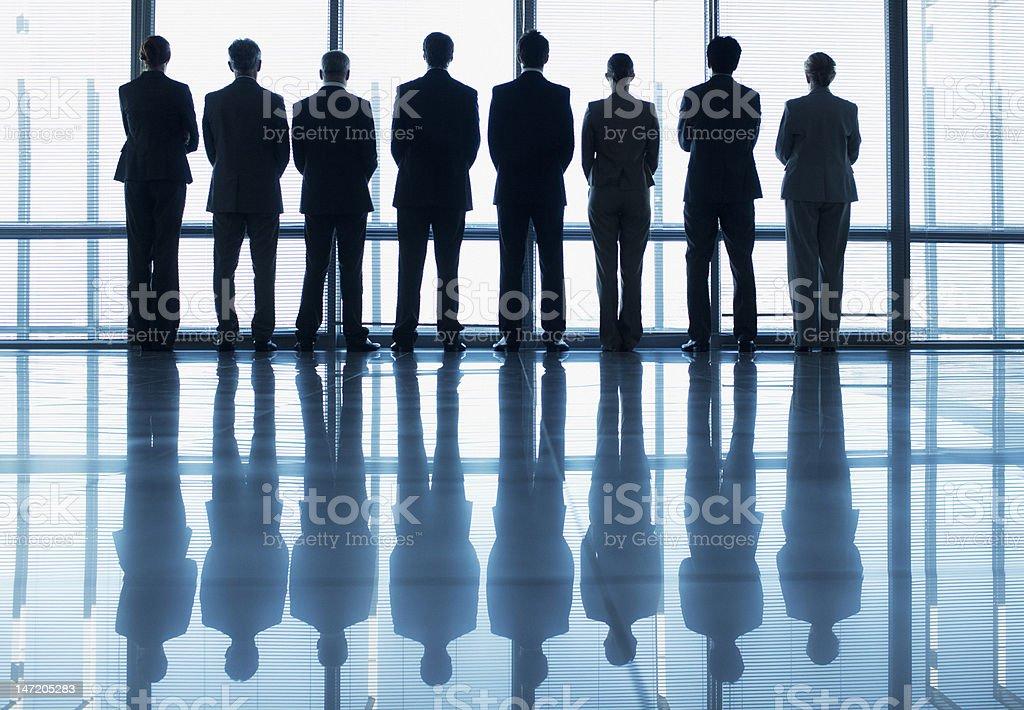 シルエットビジネス人の列の外 ストックフォト