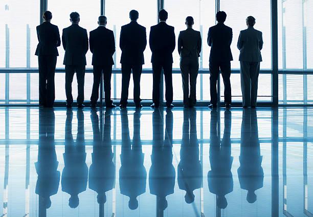 シルエットビジネス人の列の外 - 背中 ストックフォトと画像