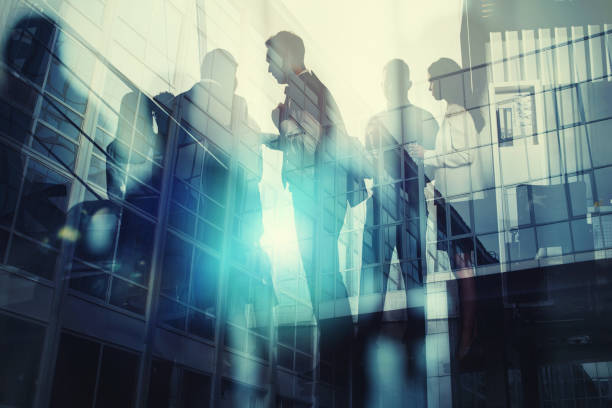 Silhouette of business people working together in office. Concept of teamwork and partnership. double exposure with light effects - foto stock