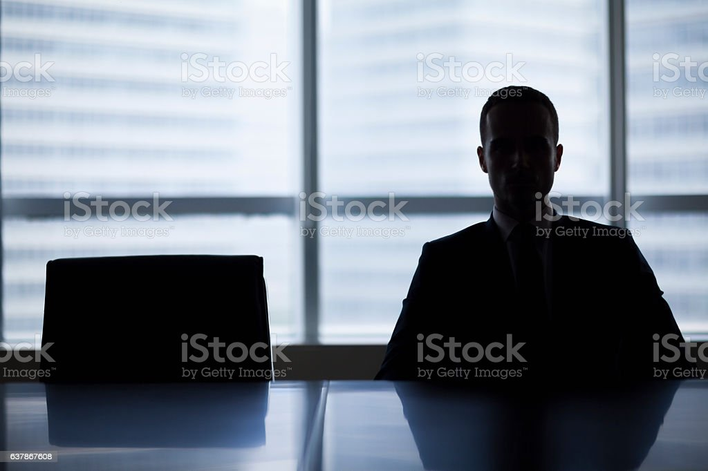 Silhouette of businessman in office meeting room – Foto