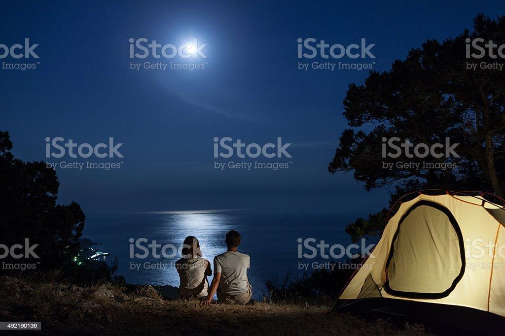 Silhouette der Paar bei Nacht – Foto