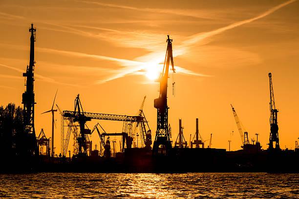 Silhouette von Kranich in den Hafen – Foto