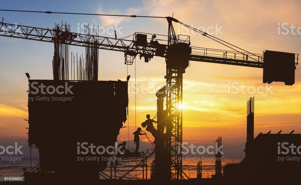 Silhouette von Techniker und Arbeiter. – Foto