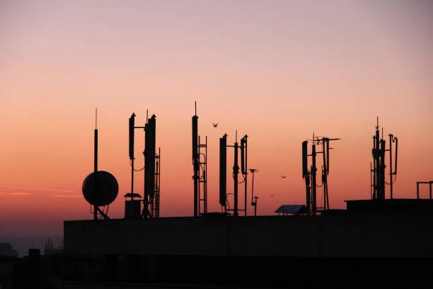 silhouette of gsm transmitters - emissione radio televisiva foto e immagini stock