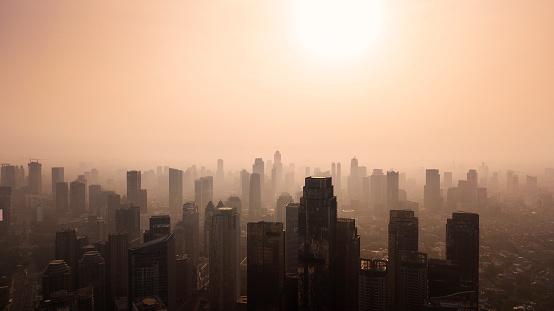 Silueta Del Paisaje Urbano De Jakarta En El Tiempo De Anochecer Foto de stock y más banco de imágenes de Aire libre