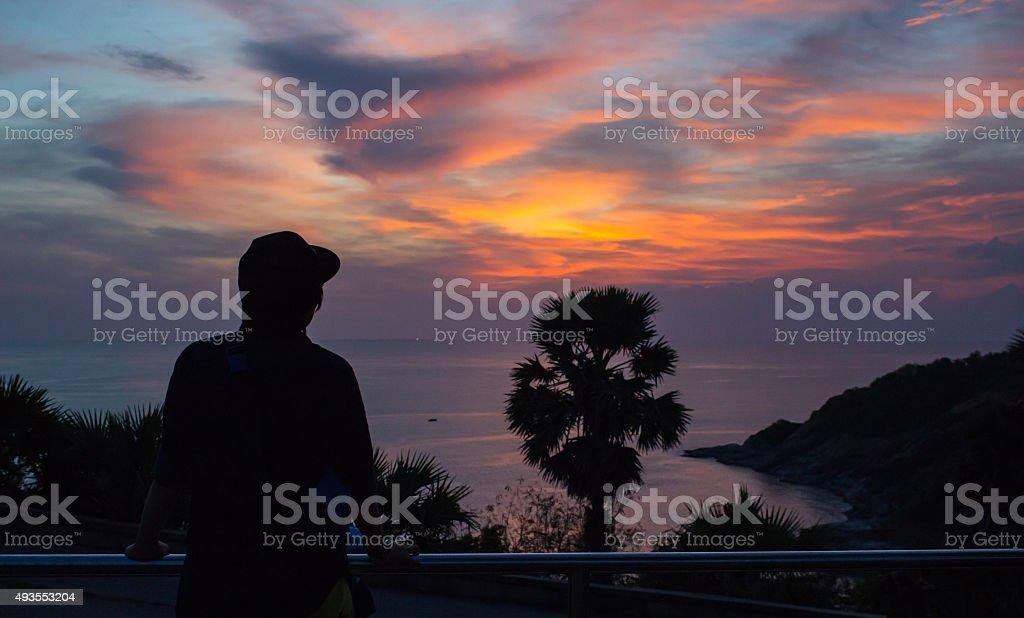 Силуэт одиночество traveler см. закате в Мыс Промтхеп Стоковые фото Стоковая фотография