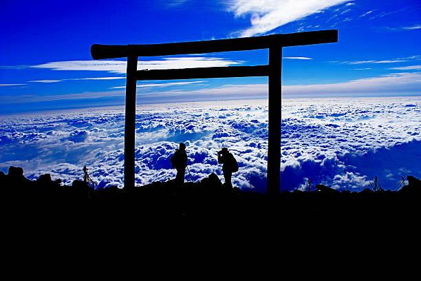 シルエットのフォトグラファーの山頂 - 富士山 ストックフォトと画像