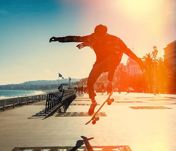 Silhouette eines Skateboarders – Foto