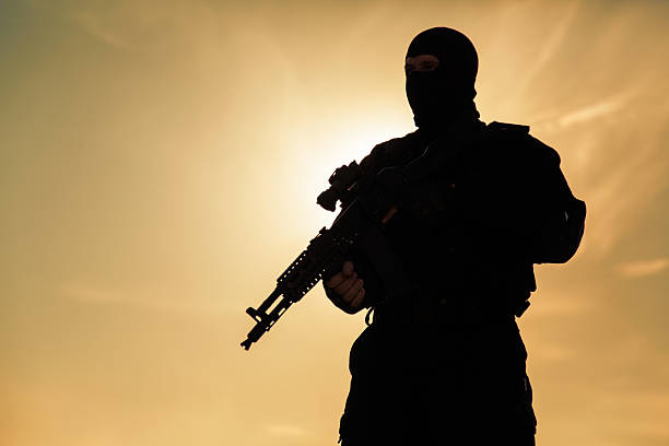 Silhouette of soldier Silhouette of special forces operators with weapons counter terrorism stock pictures, royalty-free photos & images
