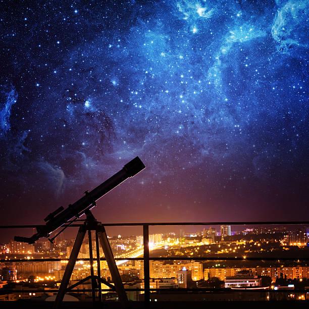 のシルエット望遠鏡ます。 - 観測所 ストックフォトと画像