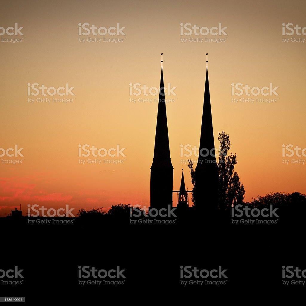 silhouette der Lübeck-Kathedrale - Lizenzfrei Abenddämmerung Stock-Foto