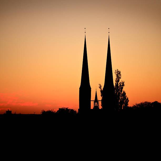 silhouette der Lübeck-Kathedrale – Foto