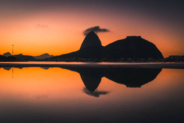 Silhouette des Zuckerhuts – Foto