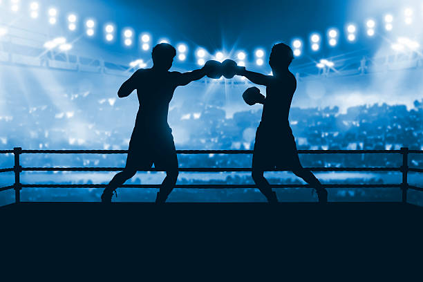 Silhouette of two professional asian boxer fight in the boxing - foto de stock