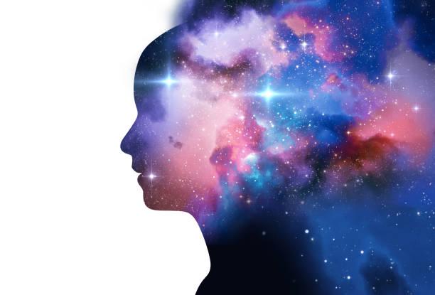 silhouet van de virtuele mens met aura chakra's op de ruimte nevel 3d illustratie - heilige stockfoto's en -beelden