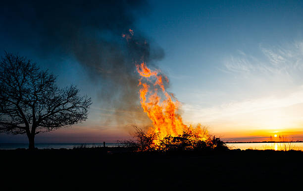kontur von walpurgisnacht nacht - osterfeuer stock-fotos und bilder