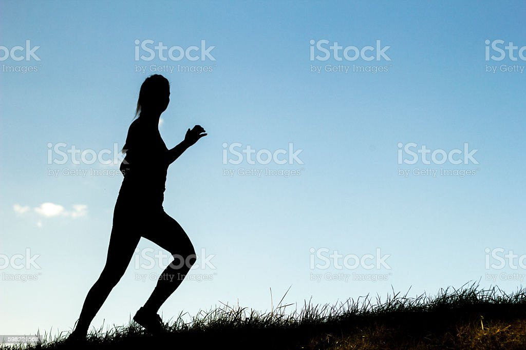 Silhouette of woman running outdoors - fitness training foto royalty-free