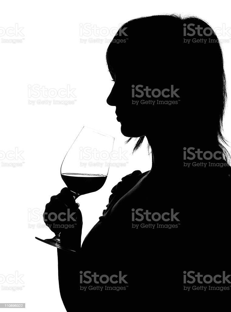 Silhouette der Frau riechen Rotwein – Foto